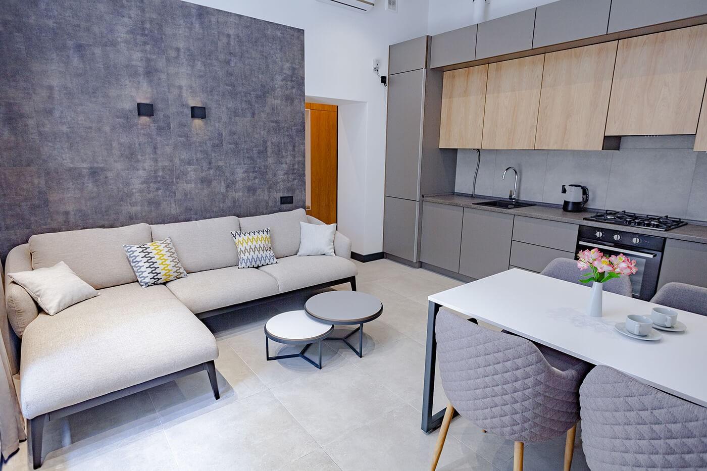 Комфортні вокімнатні апартаменти в оренду у центрі міста. Без агентських комісій.