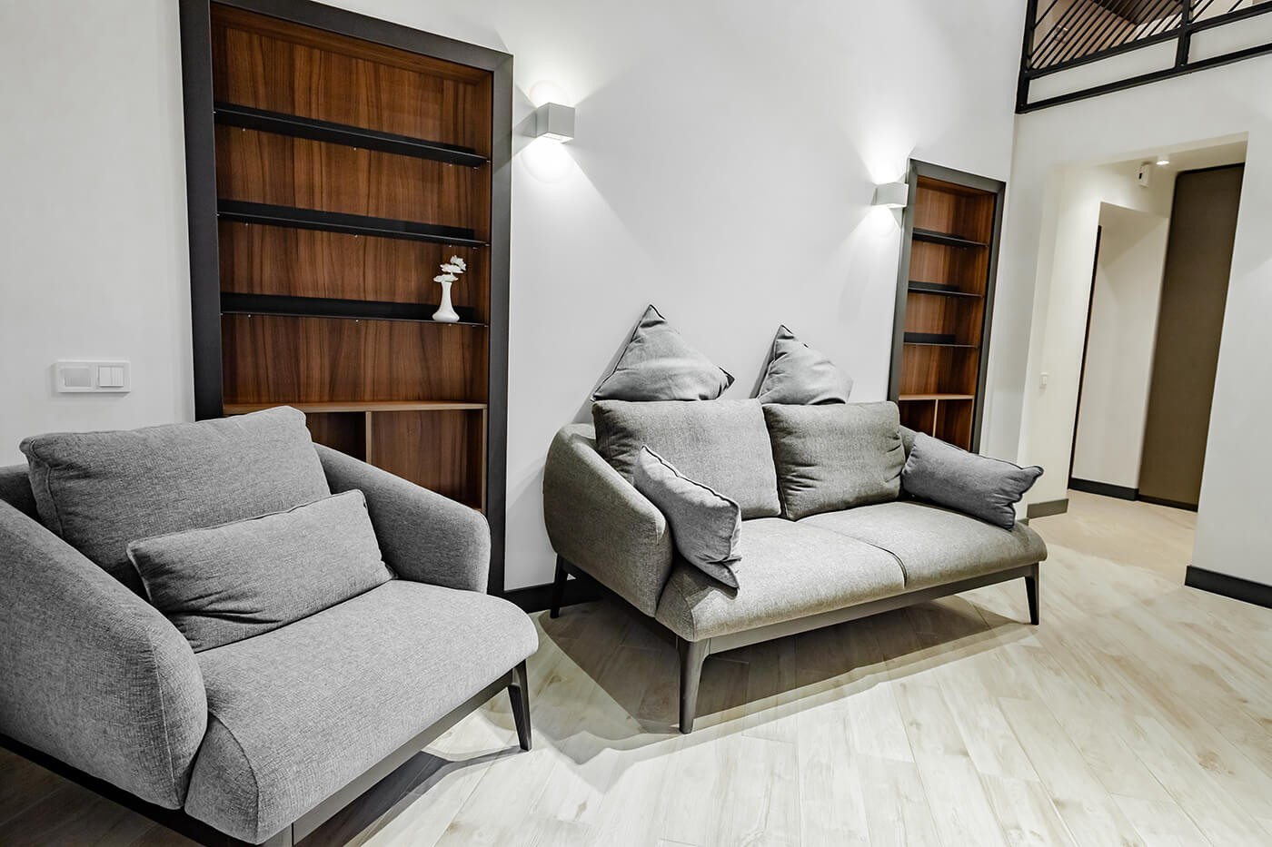 Duplex apartment Classic with a balcony in Odessa. Check-in around the clock. Online booking.